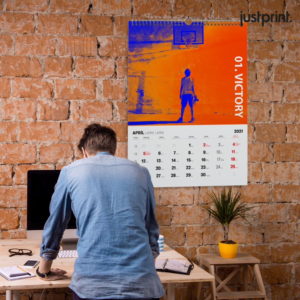 Nástenný kalendár so špirálou